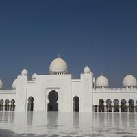 Sheikh Zayed Grand Mosque - Abu Dhabi - United Arab Emirates 2/2 by Tripoto