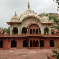 Moosi Maharani ki Chhatri 3/6 by Tripoto