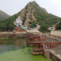 Moosi Maharani ki Chhatri 4/6 by Tripoto