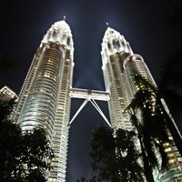 Petronas Twin Towers 2/29 by Tripoto
