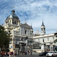 Almudena Cathedral 2/2 by Tripoto
