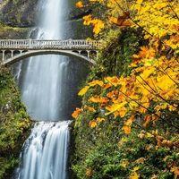Multnomah Falls 2/4 by Tripoto