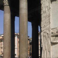 Piazza del Colosseo 3/17 by Tripoto