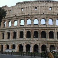 Piazza del Colosseo 4/17 by Tripoto