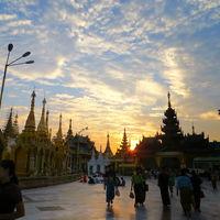 Shwedagon Pagoda 3/16 by Tripoto