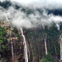 Nohsngithiang Falls 3/20 by Tripoto