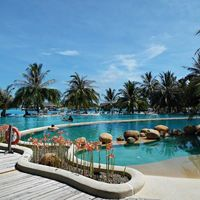 Holiday Inn Kandooma Maldives 2/4 by Tripoto