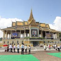 Royal Palace and Silver Pagoda 2/5 by Tripoto