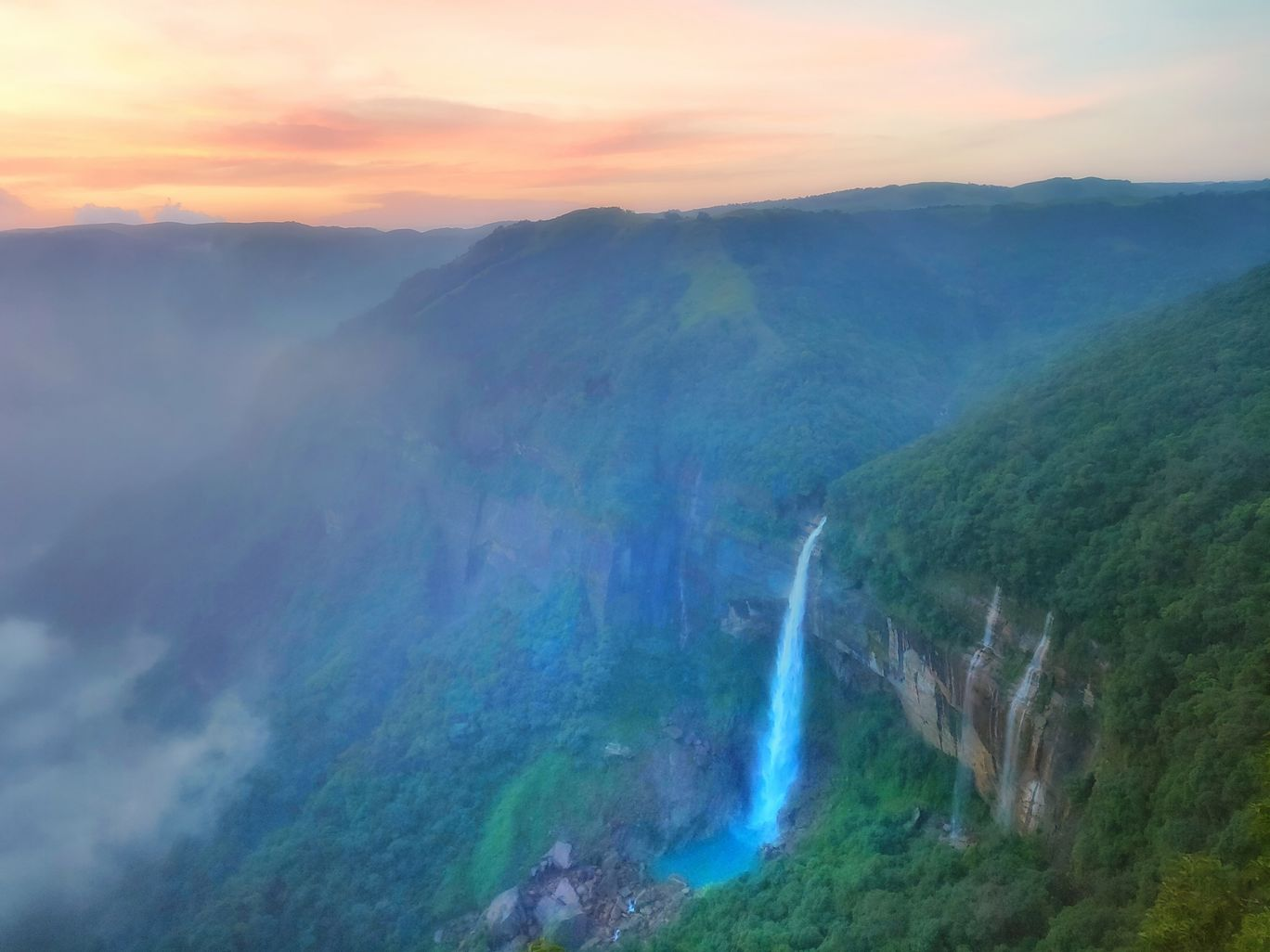 Photo of NohKaLikai Falls By Vaibhav Jagtap