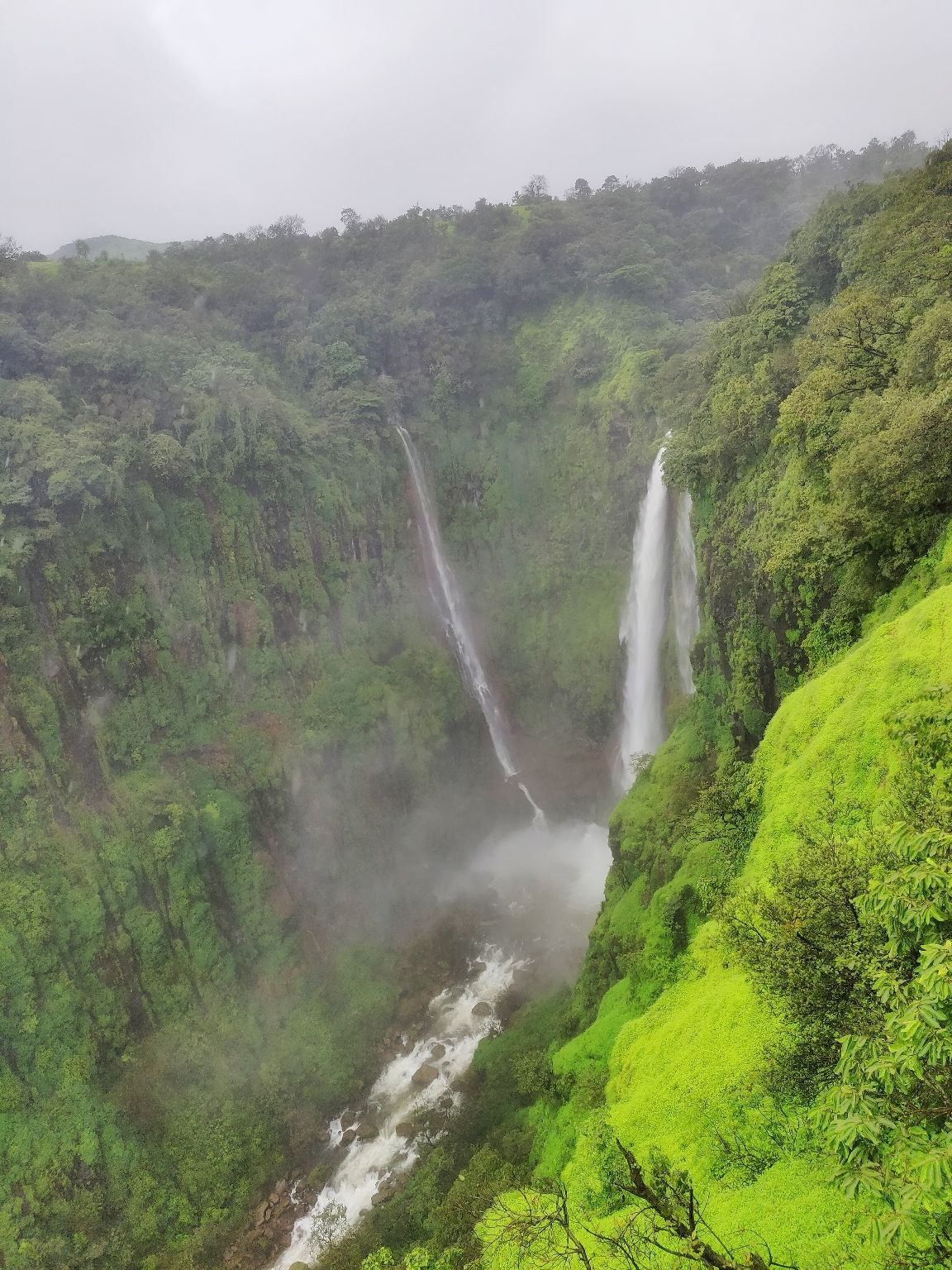 Photo of Thoseghar Waterfall By Vaibhav Jagtap