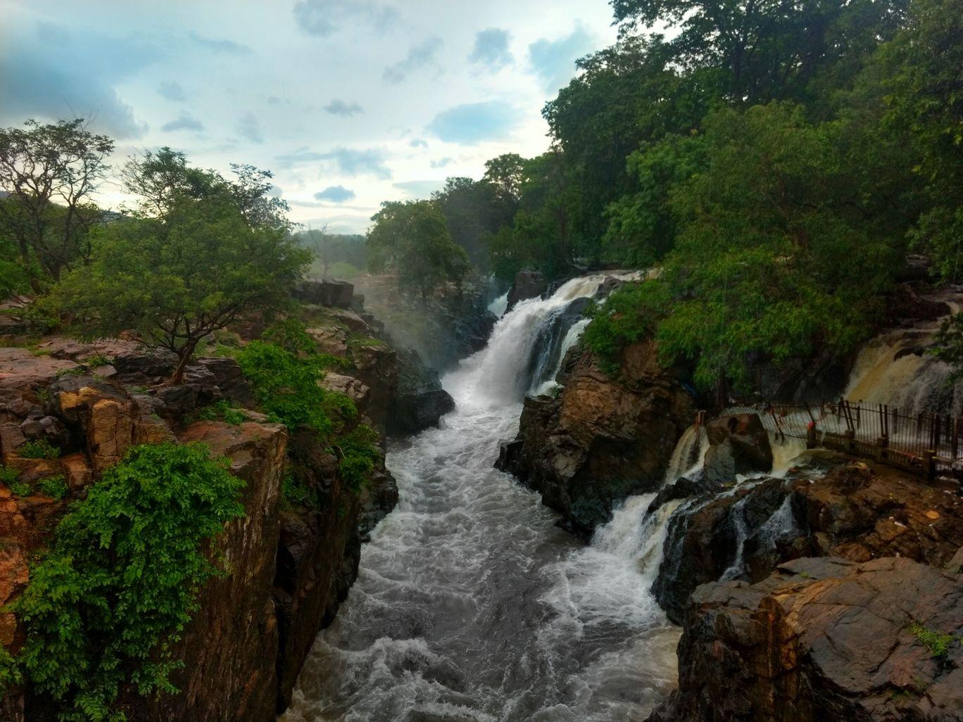 Photo of Hogenakkal Waterfalls By Mohd Hamzah
