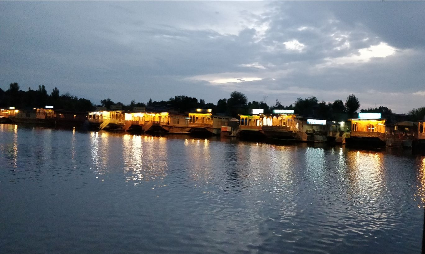 Photo of Dal Lake By Rosel