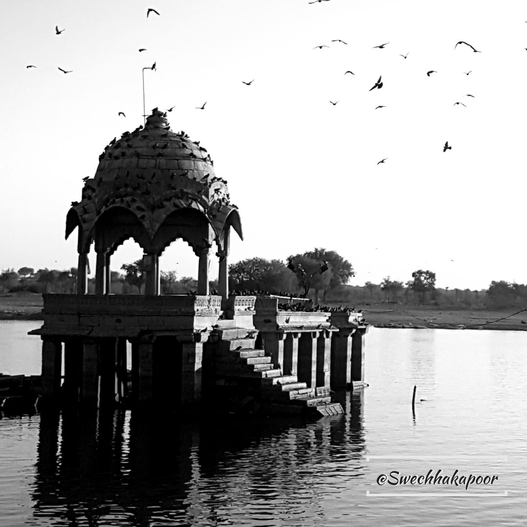 Photo of Gadisar Lake By Swechha Kapoor (@insatiable_traveller)