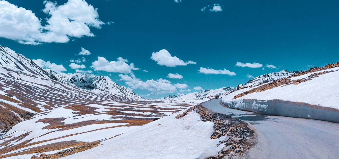 Photo of Baralacha La Pass By Divy Gupta