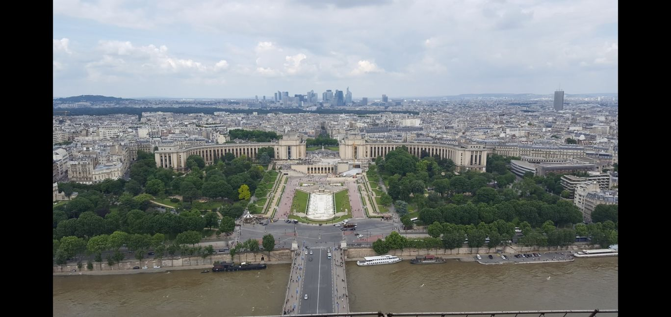 Photo of Eiffel Tower View By Shraddha Subramanian