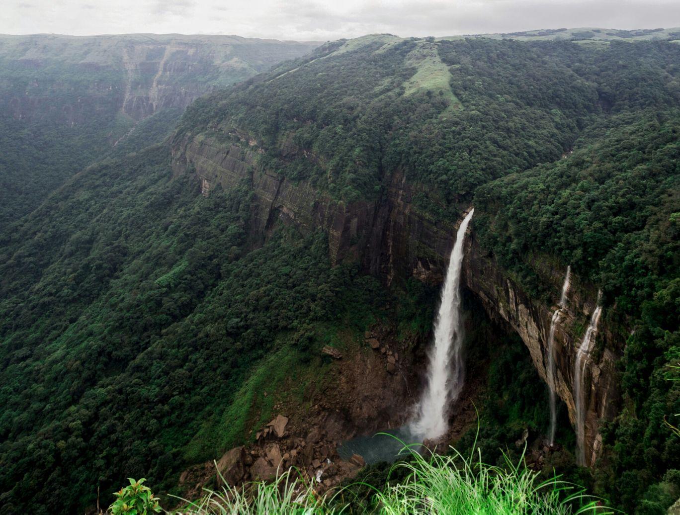 Photo of NohKaLikai Falls By Surekha Bhavimani