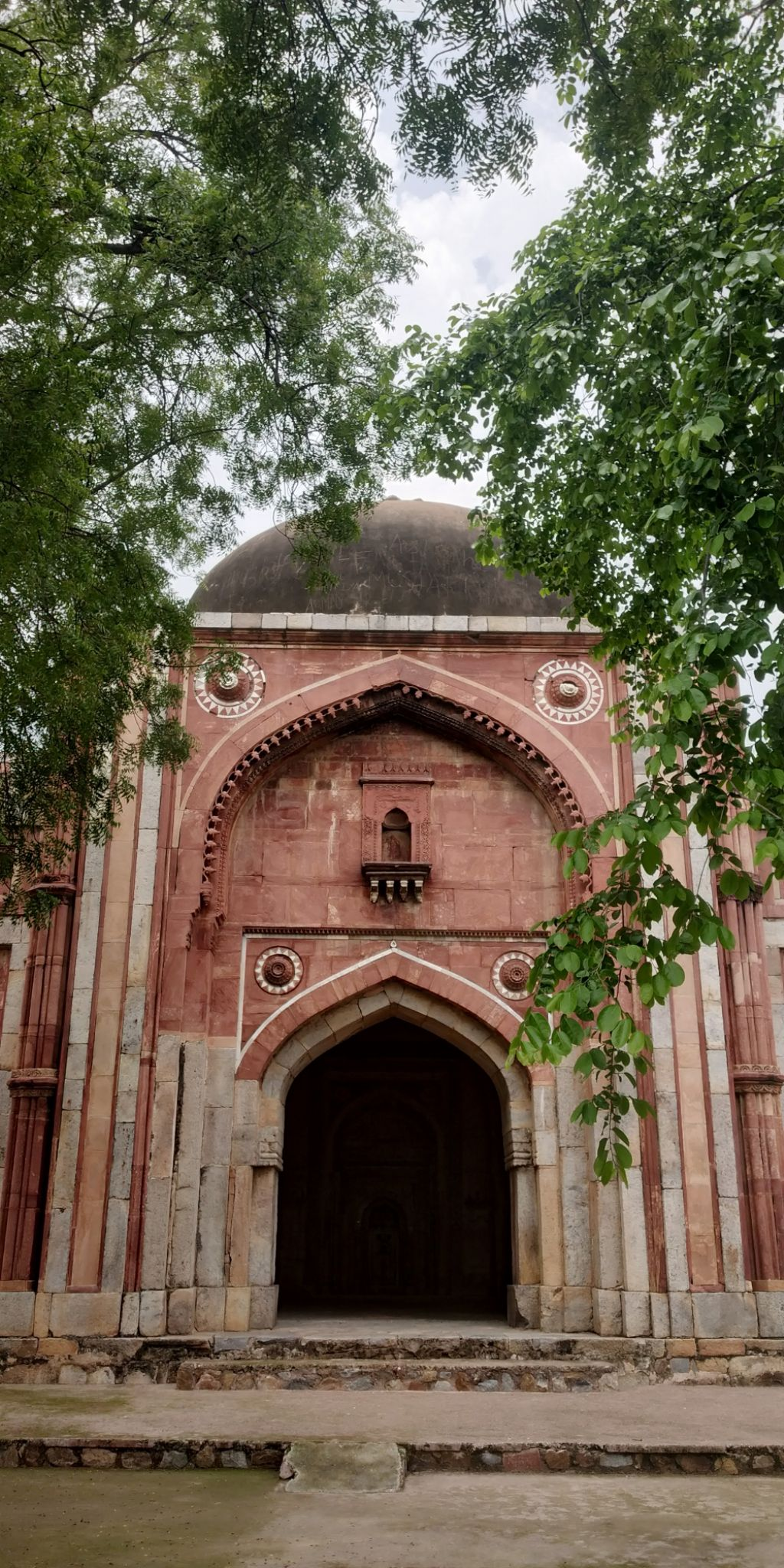 Photo of Mehrauli Archaeological Park By dushyant singh