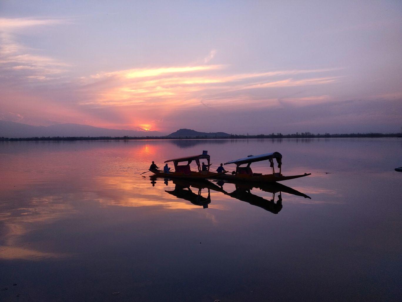 Photo of Dal Lake By Malik Mehrooz