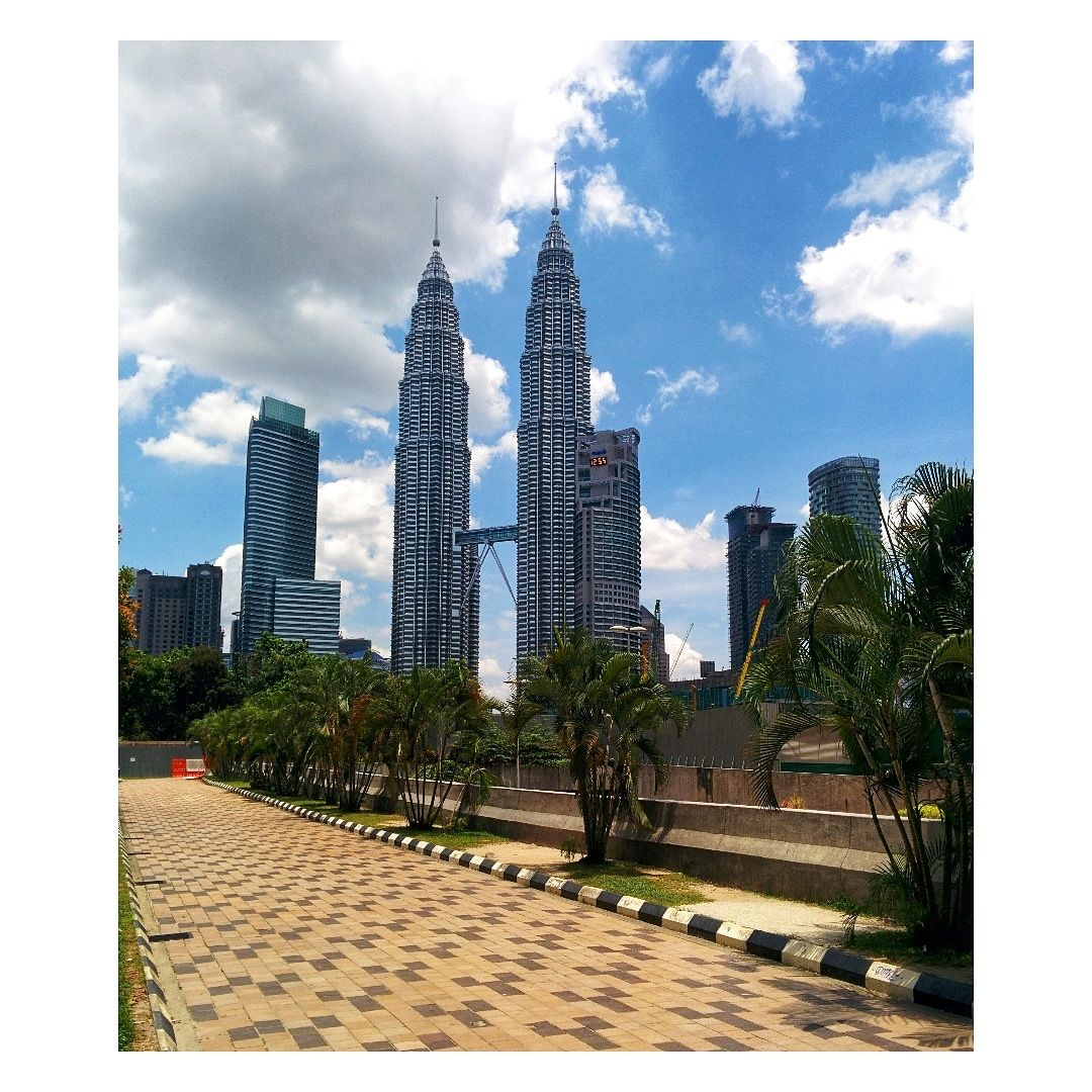 Photo of Petronas Twin Tower By blendedjourney