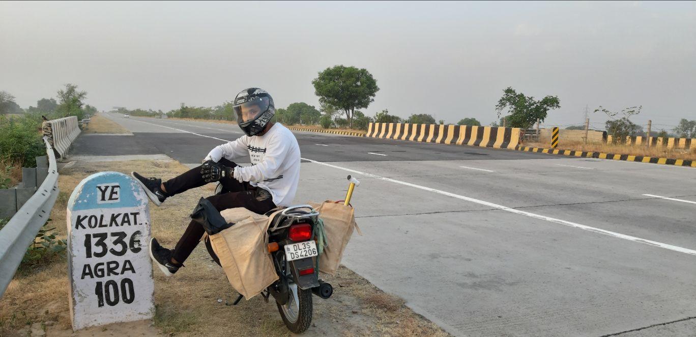 Photo of Agra - Lucknow Expressway By Anil Shrestha