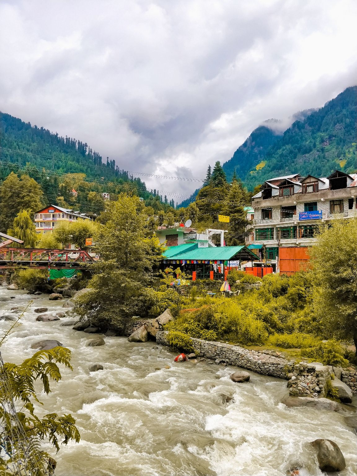 Photo of Old Manali By Vishal Khomane