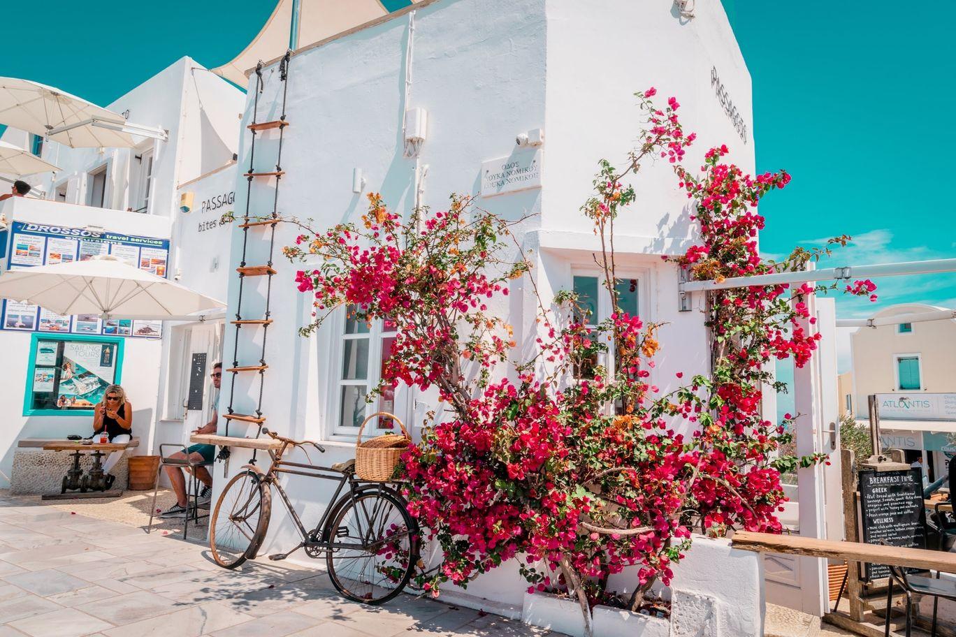 Photo of Santorini By Lugdivine Borello