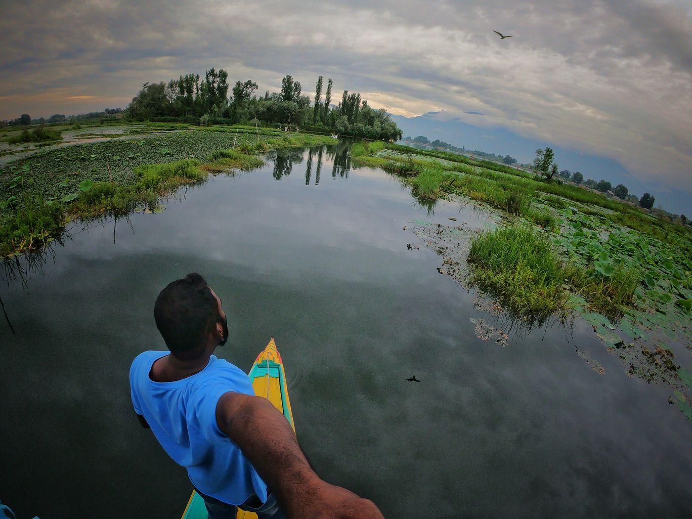 Photo of Dal Lake By Prasad Guram