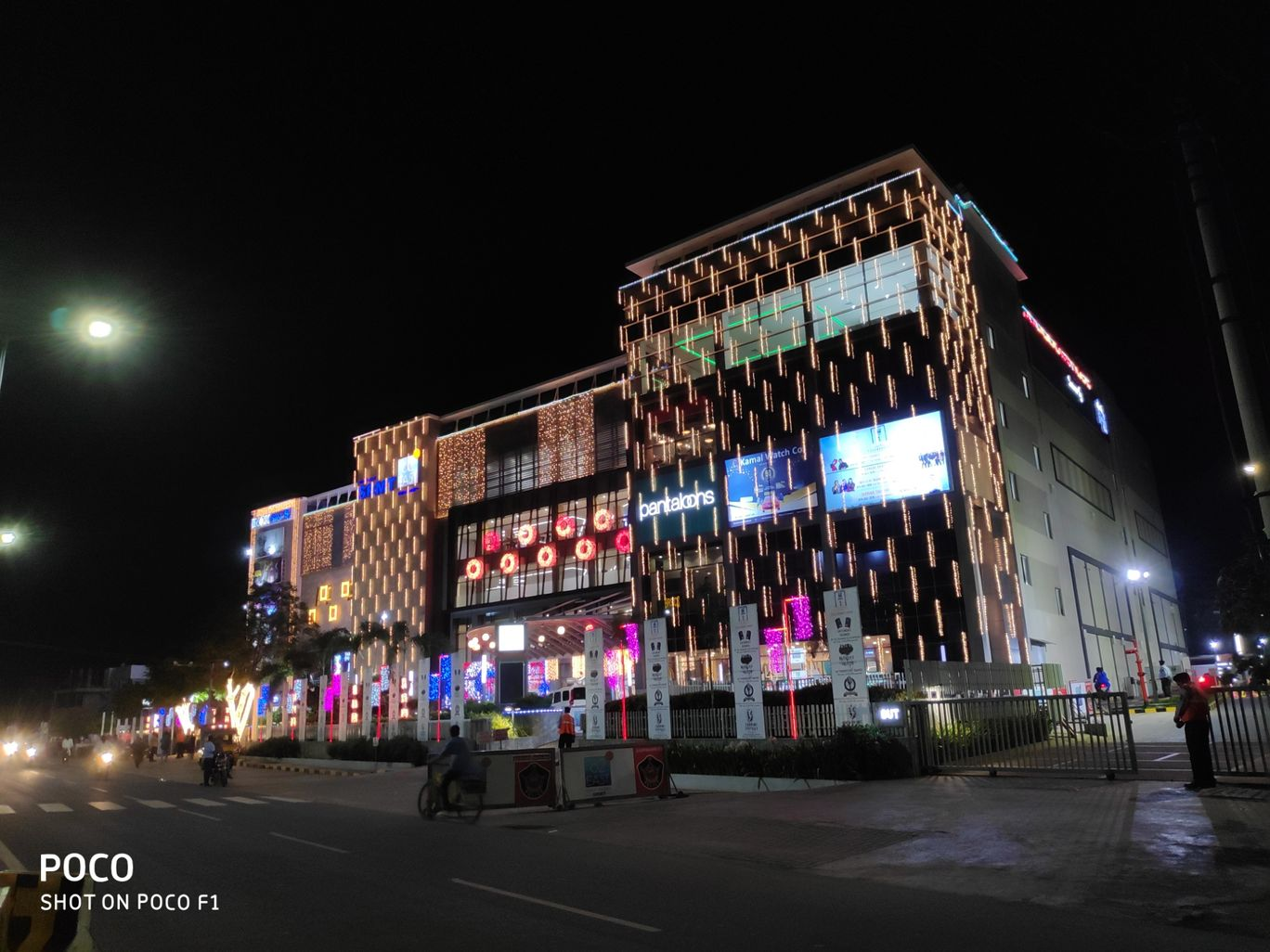 Photo of 82° EAST SRMT Mall & Multiplex By Vazeer Ishaan