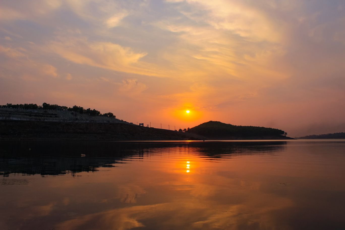 Photo of Mukutmanipur Dam By Shibam Chand