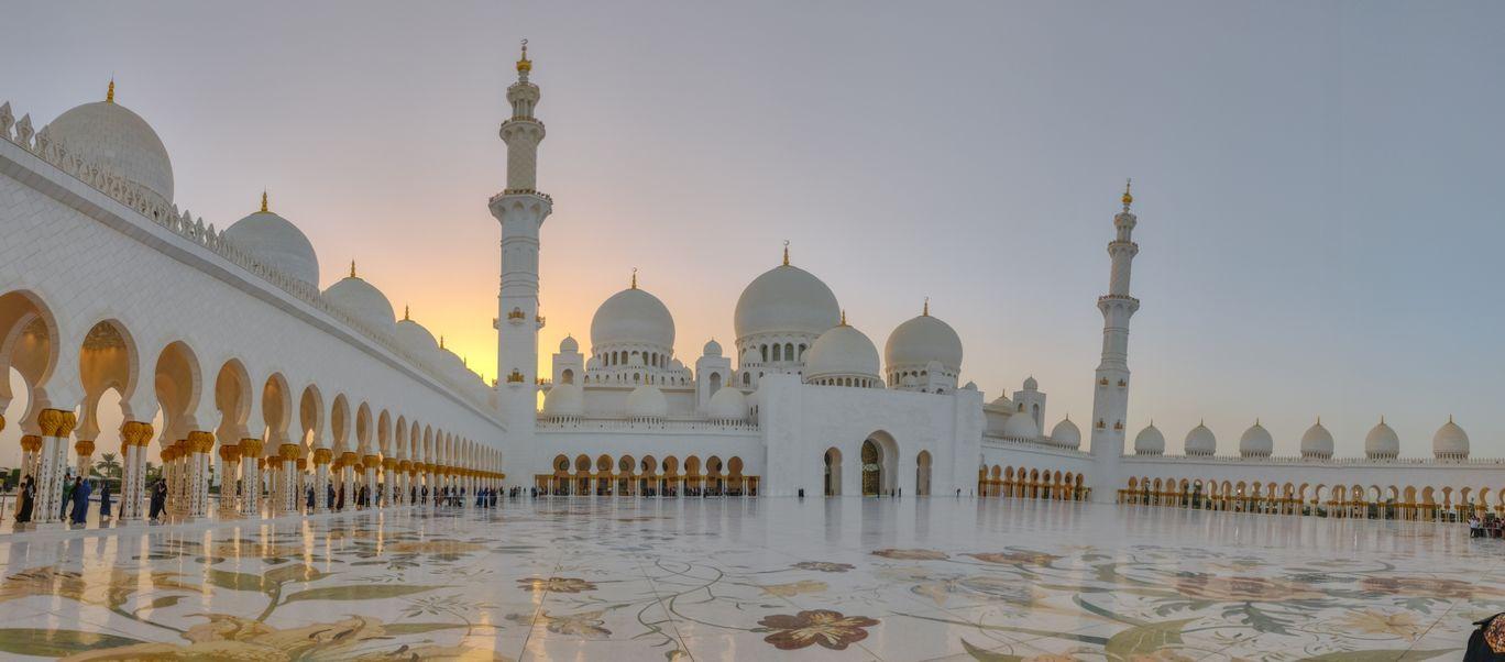 Photo of Sheikh Zayed Mosque - Abu Dhabi - United Arab Emirates By Nishant Gill