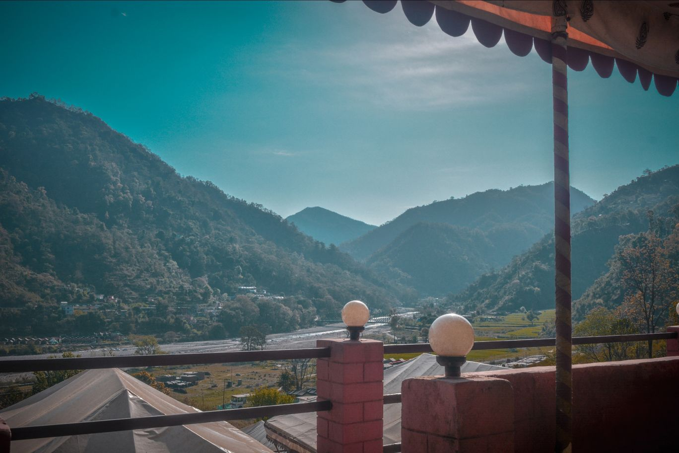 Photo of Rishikesh By Akshit Chauhan