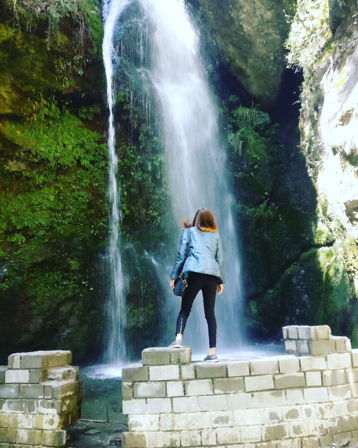 Photo of Jibhi Waterfall By bhawna sain