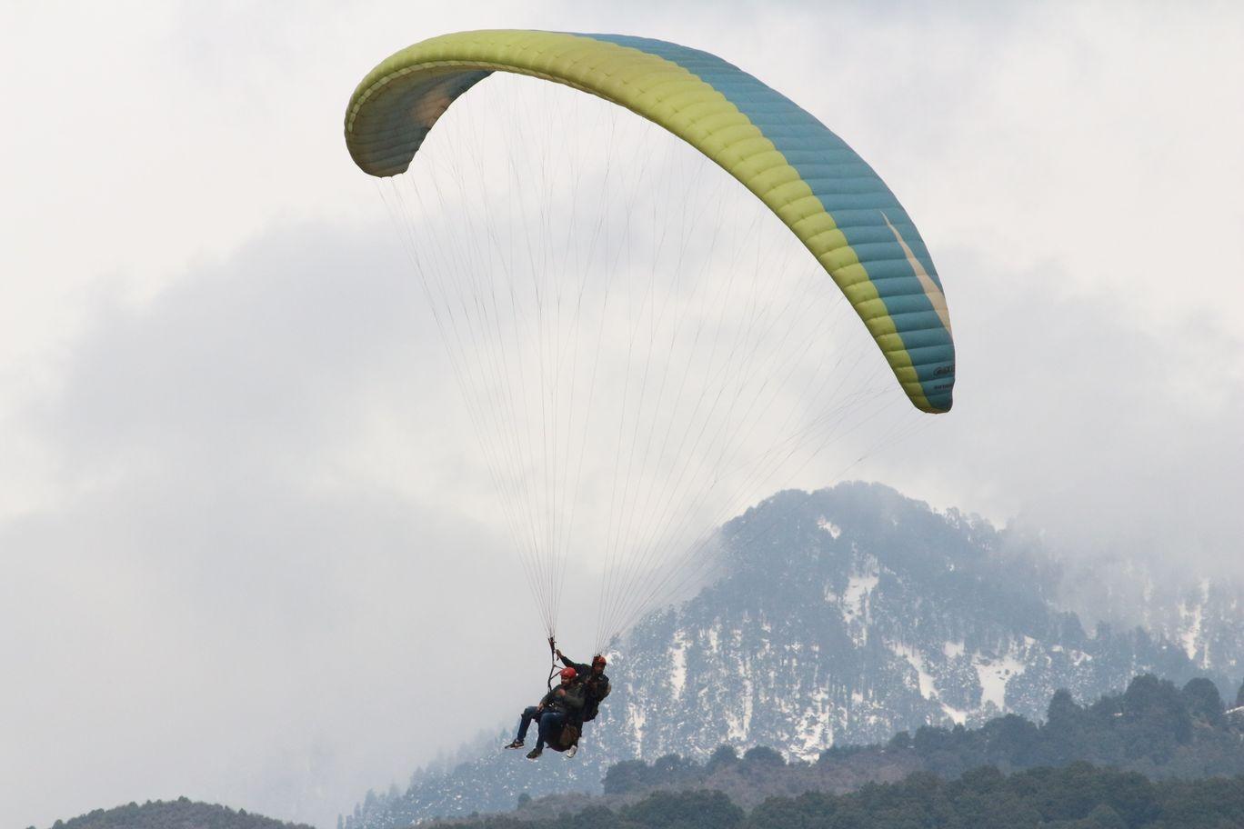 Photo of Bir Billing Paragliding By Khushi Garg