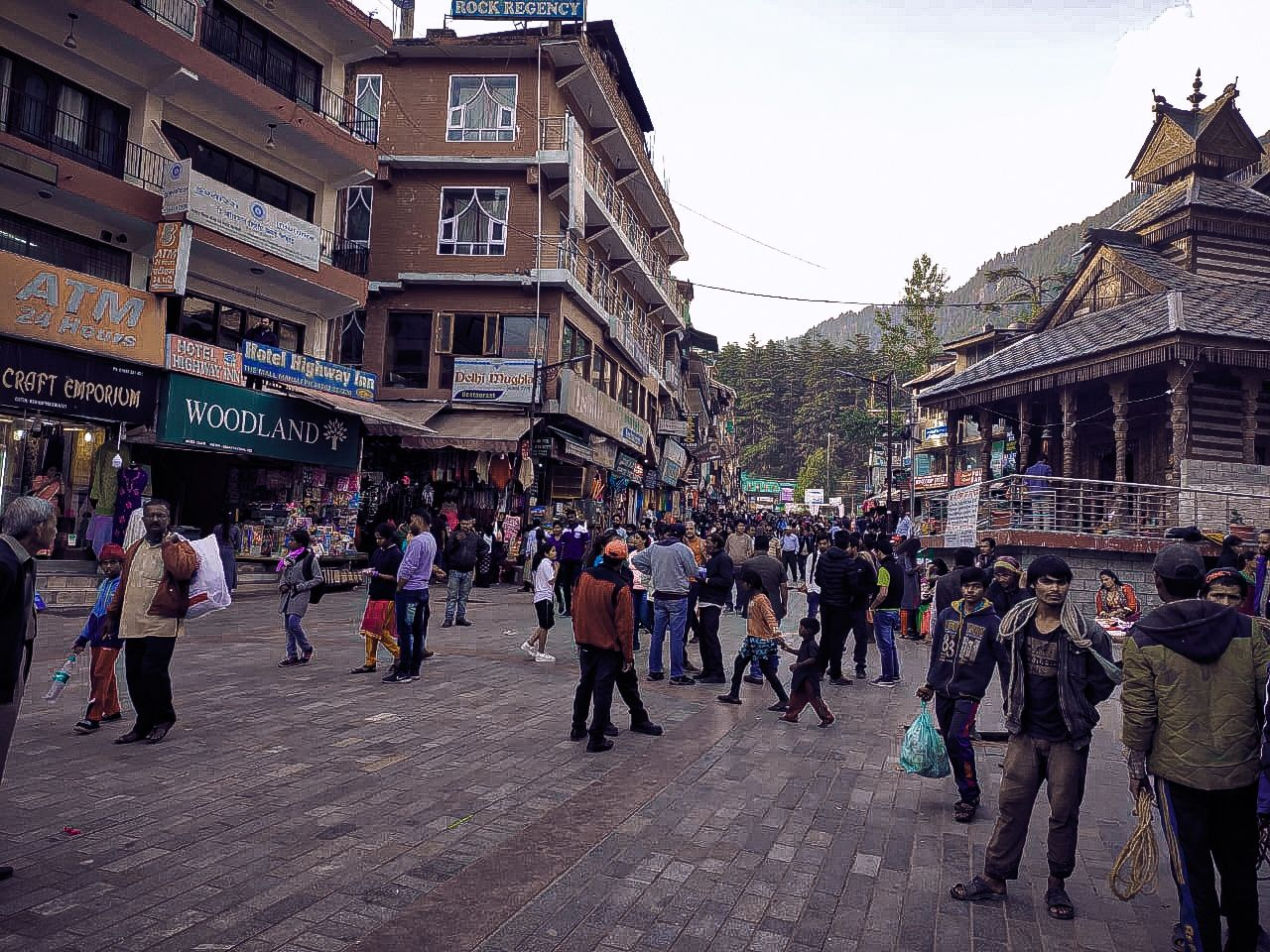 Photo of Mall Road By Robin Singh Chaudhary