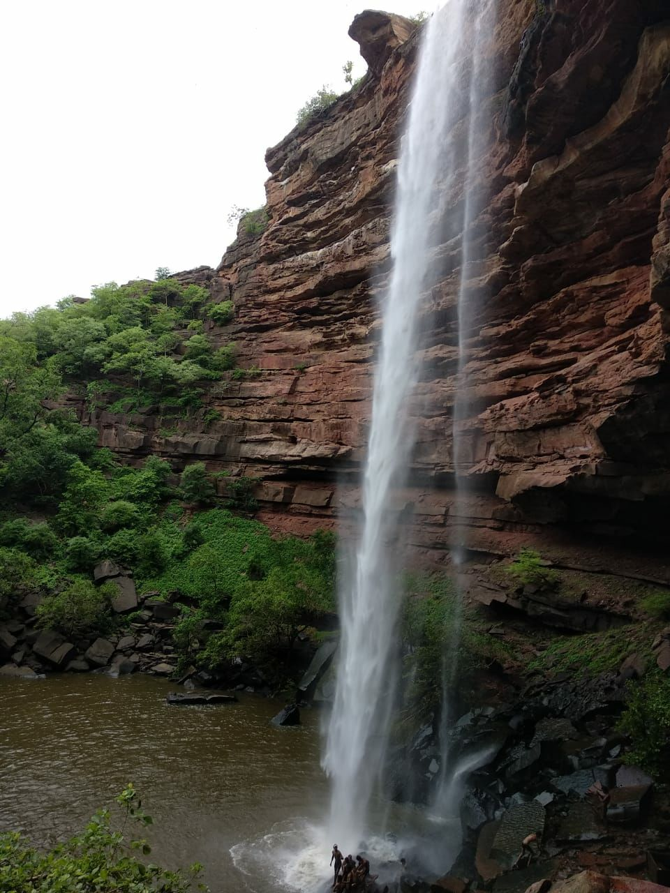 Photo of Damoh Waterfall By Shivang Gupta