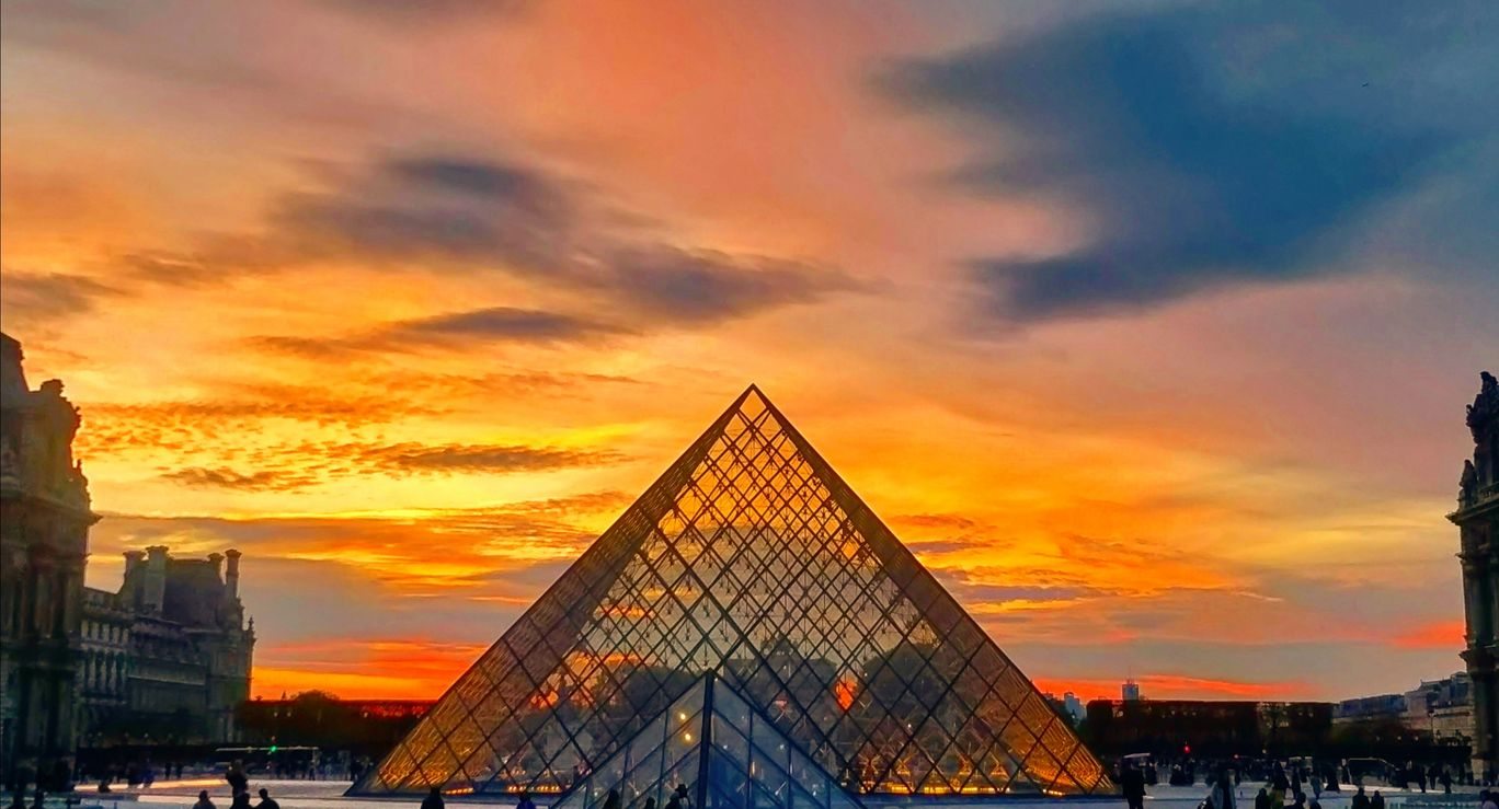 Photo of Louvre Pyramid By Permanent.Trippers