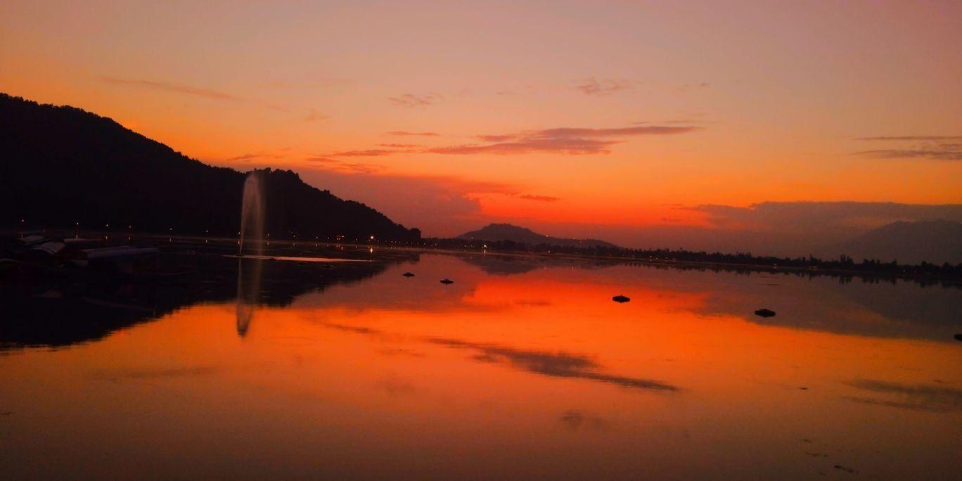 Photo of Dal Lake By Nitika Khajuria