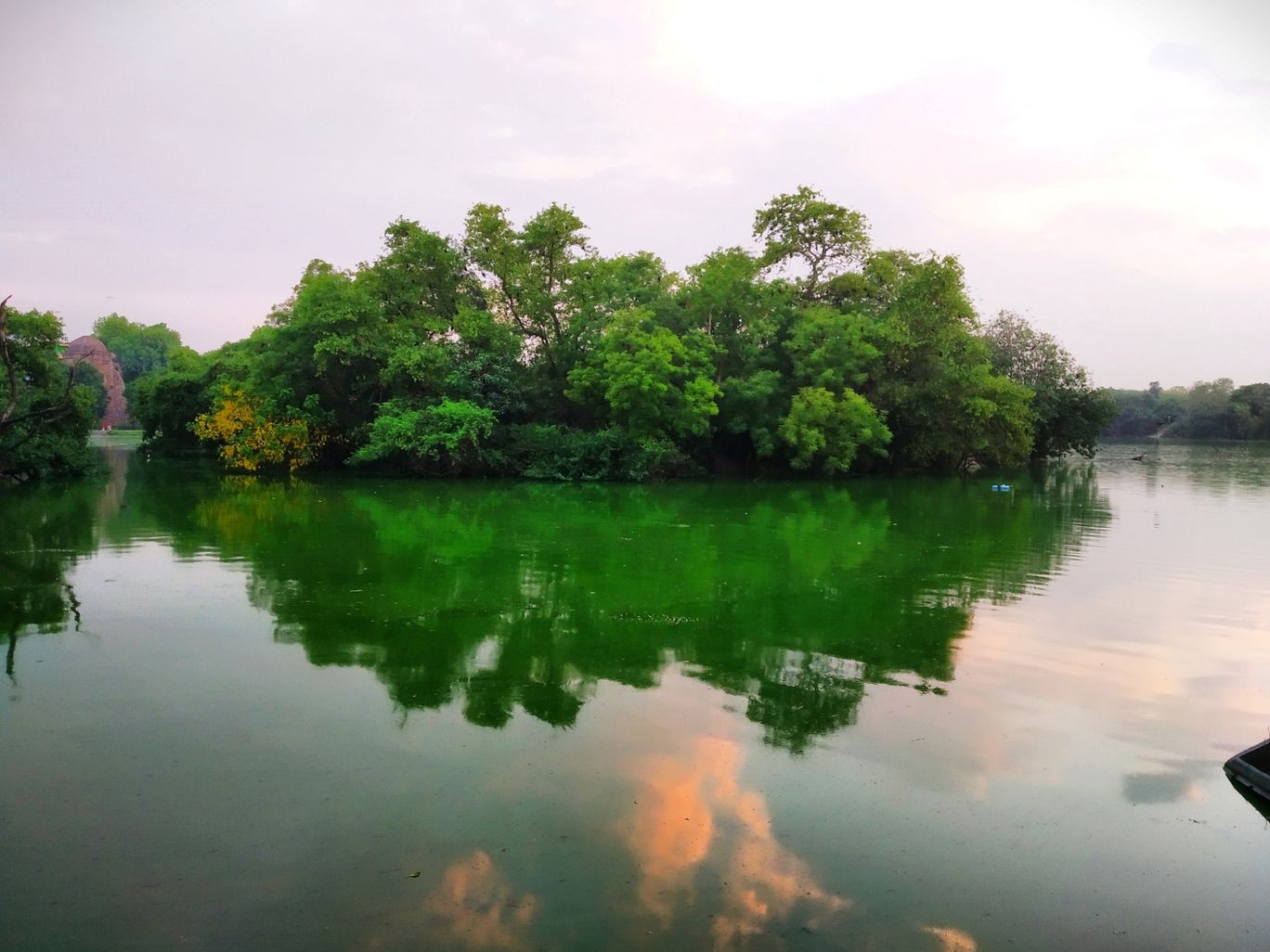 Photo of Hauz Khas Village By shristi kumari