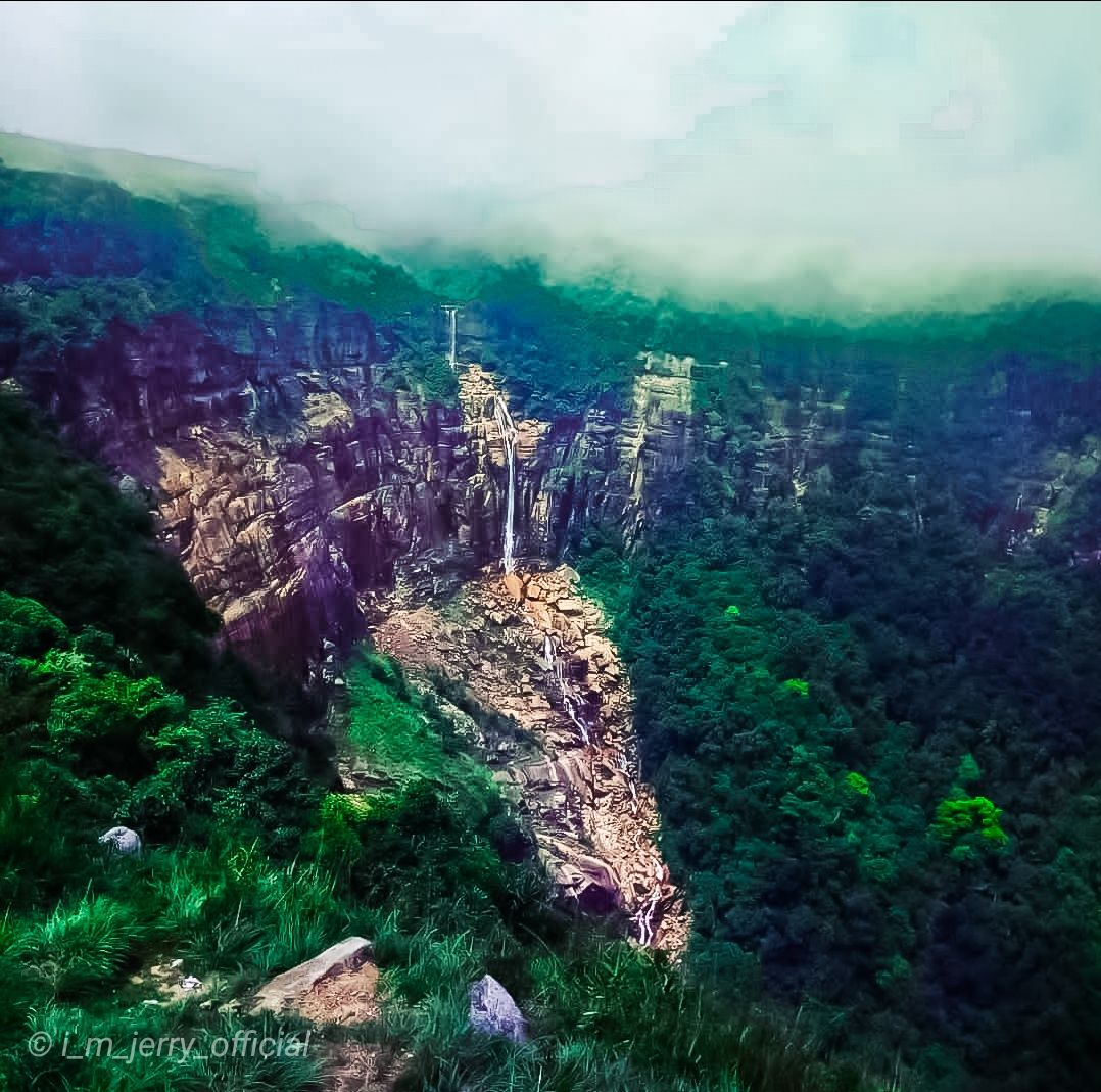 Photo of Nohkalikai Falls Top View Point By Jerry Momin