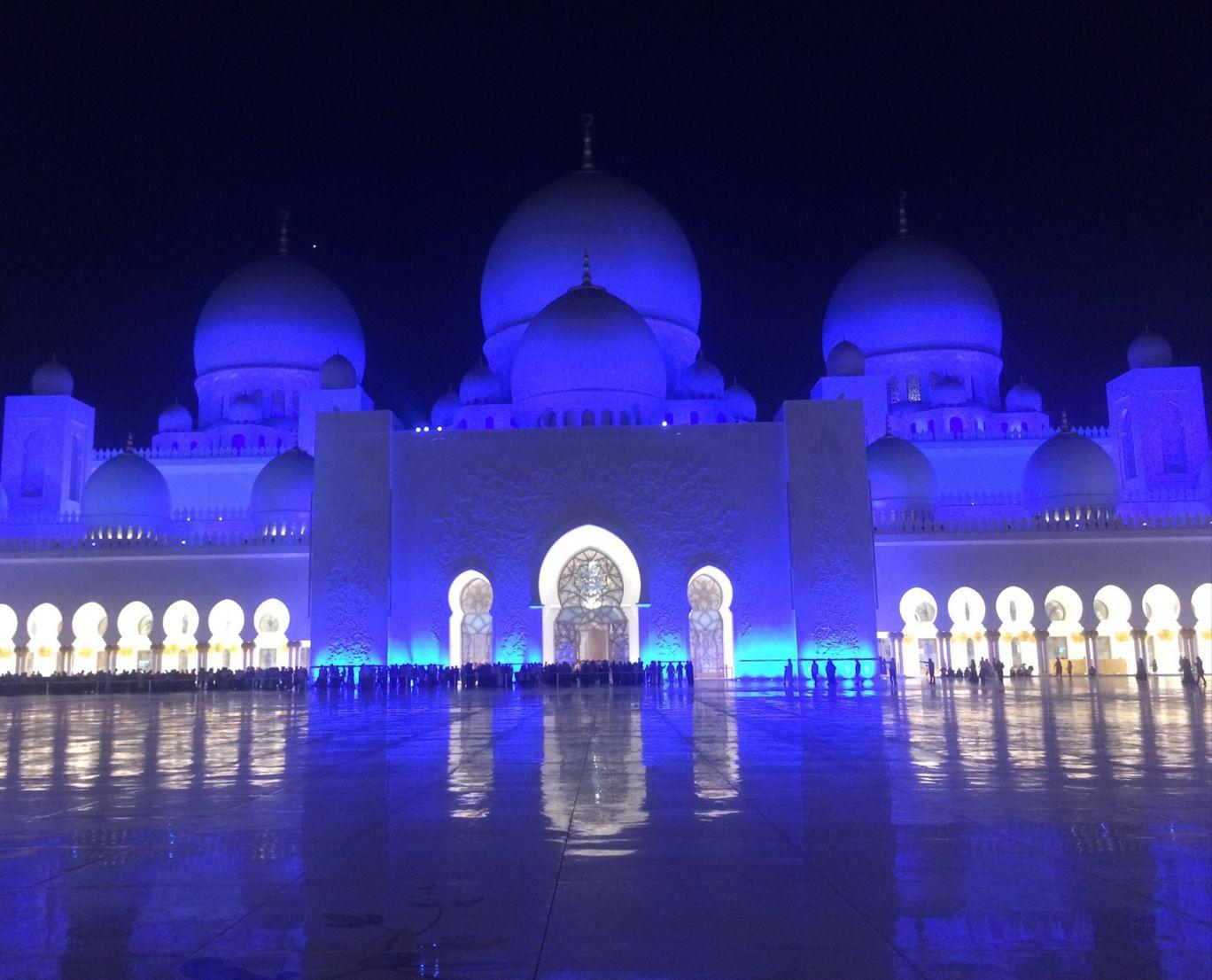 Photo of Sheikh Zayed Mosque - Abu Dhabi - United Arab Emirates By The2Backpacks