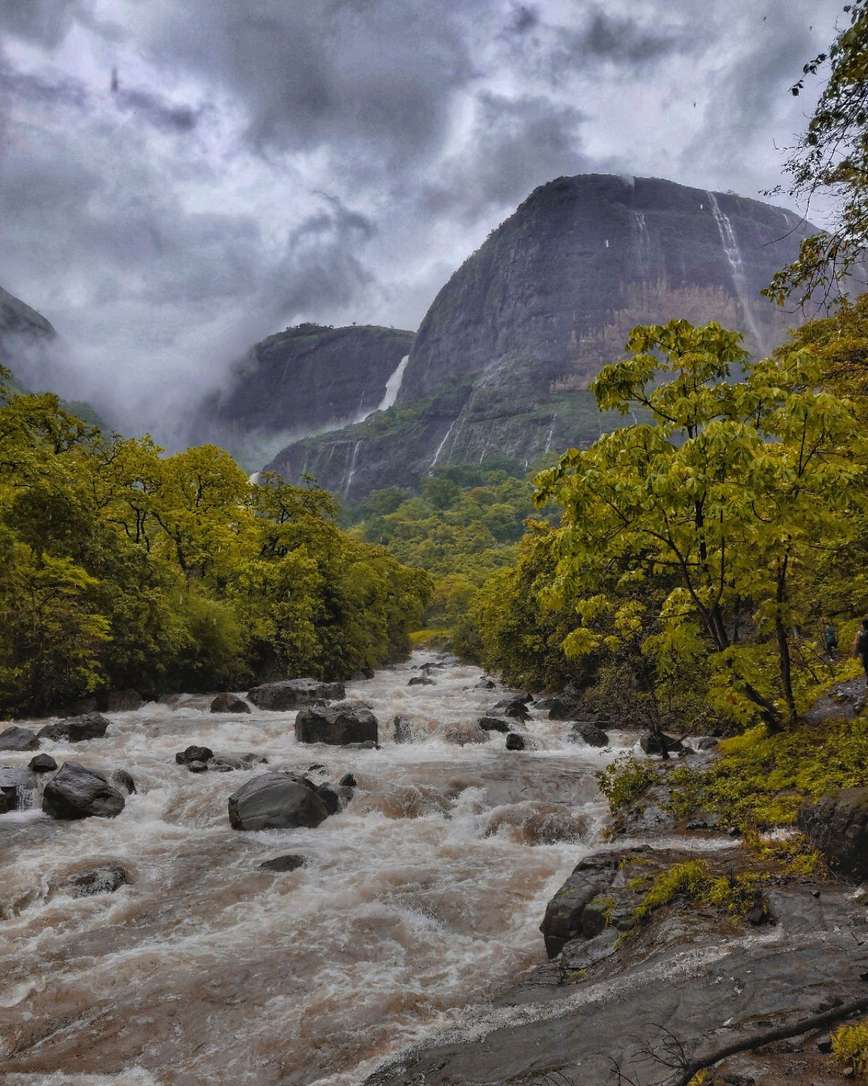 Photo of Tamhini Ghat Waterfall By toshith naidu