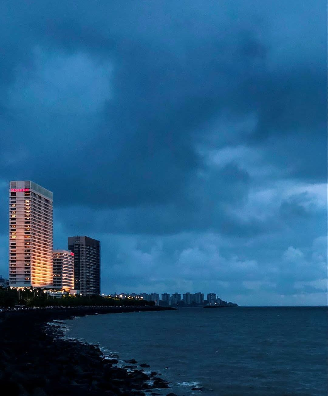 Photo of Marine Drive By Pratiksha Suryawanshi