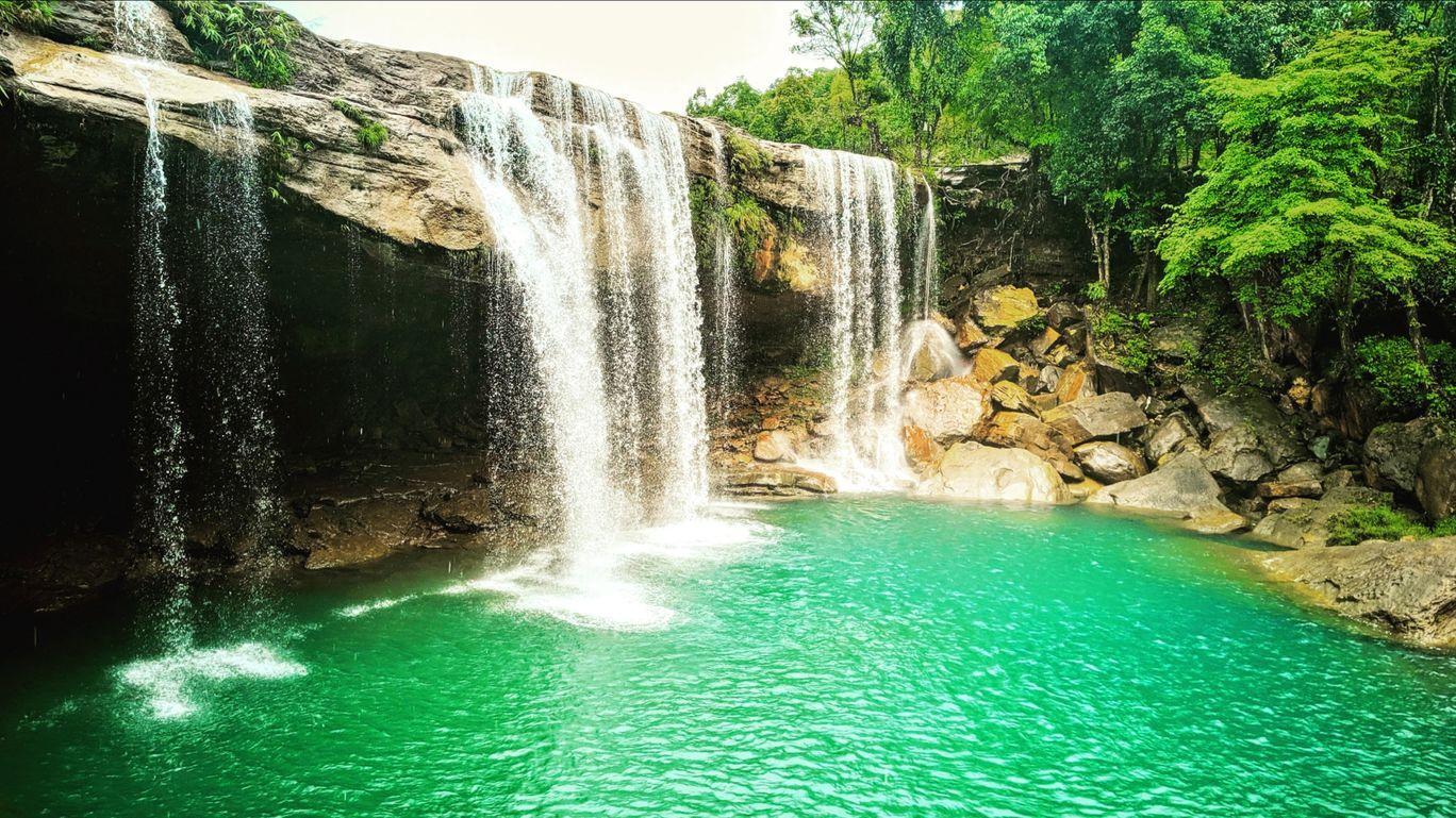 Photo of Krang Shuri Waterfall By Nirmalya Nath