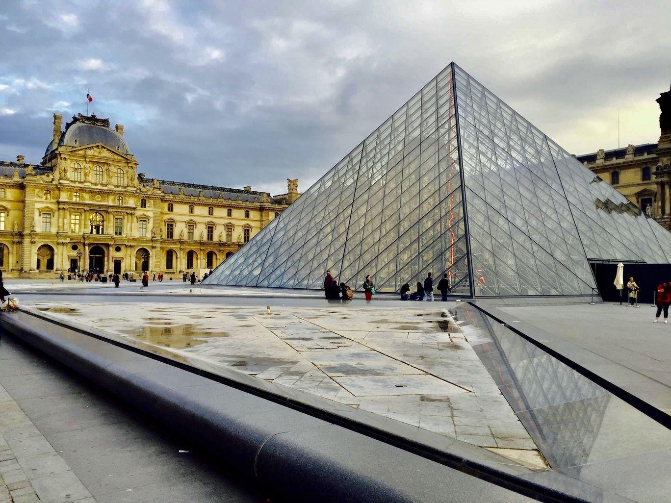 Photo of Louvre Pyramid By Rahul Agarwal