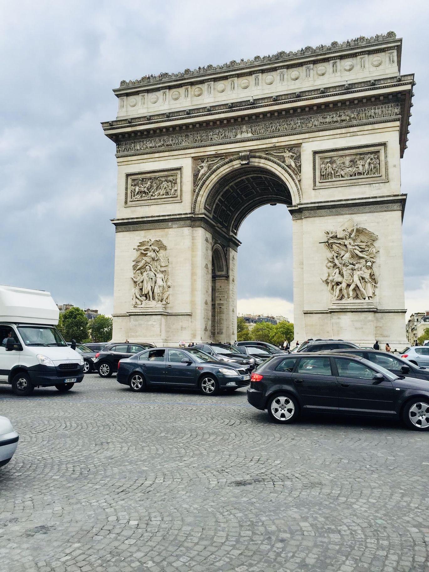 Photo of Arc de Triomphe By Rahul Agarwal