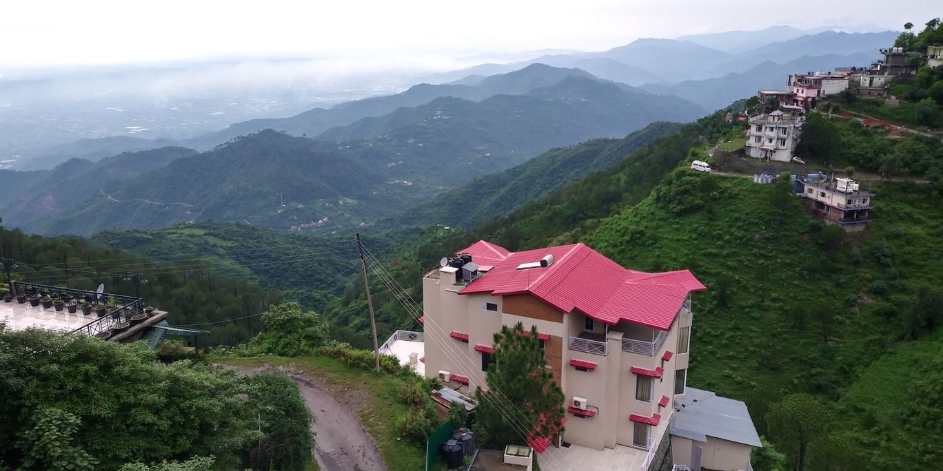 Photo of Treebo Trip Royal Suites - Hotel in Kasauli By Tushar Kanti Paul