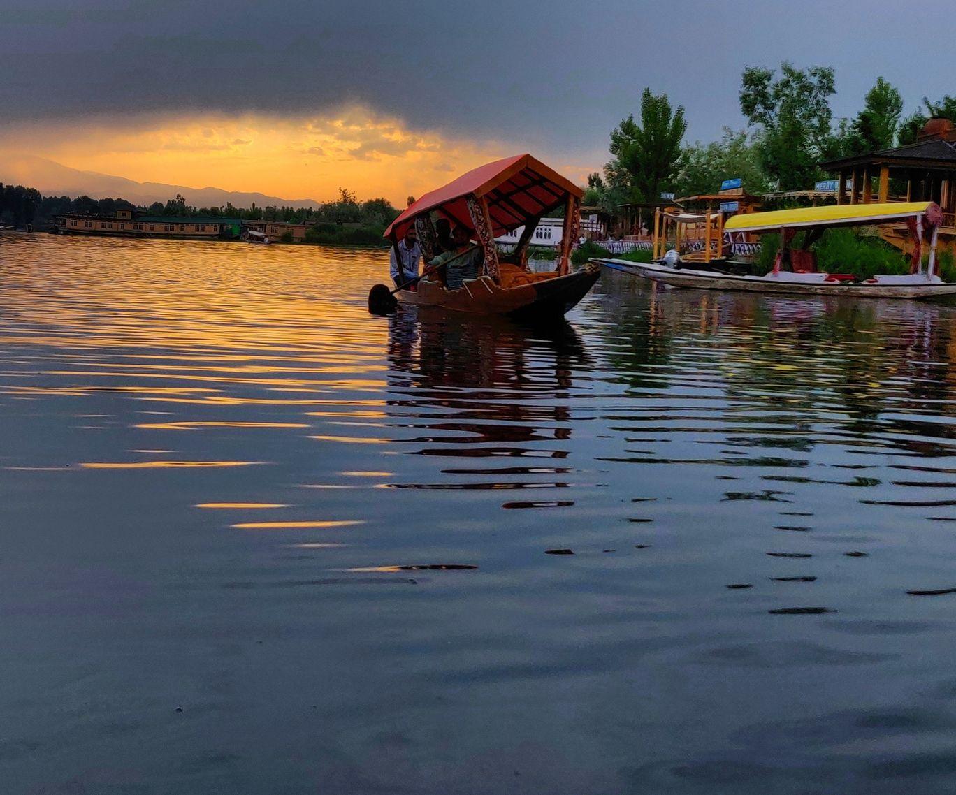 Photo of Dal Lake By vishwanath rvr