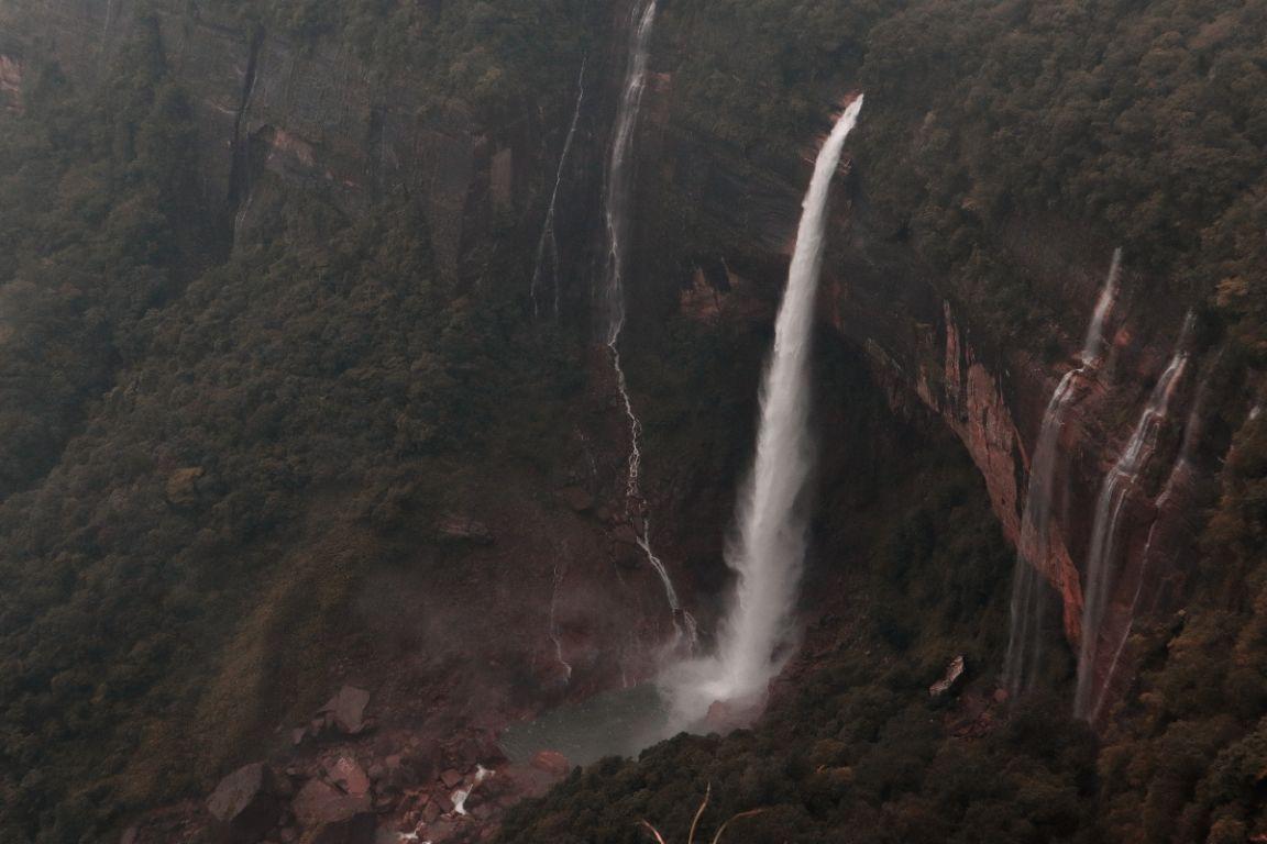 Photo of NohKaLikai Falls By Ankita Biswas
