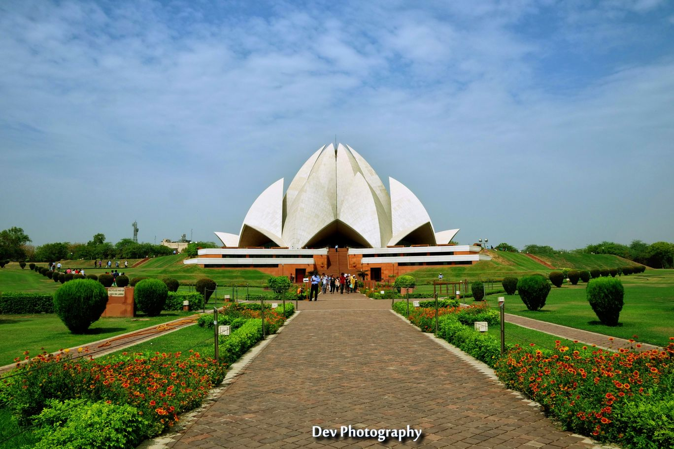 Photo of Lotus Temple By Dèvéñdrã Kümäwât