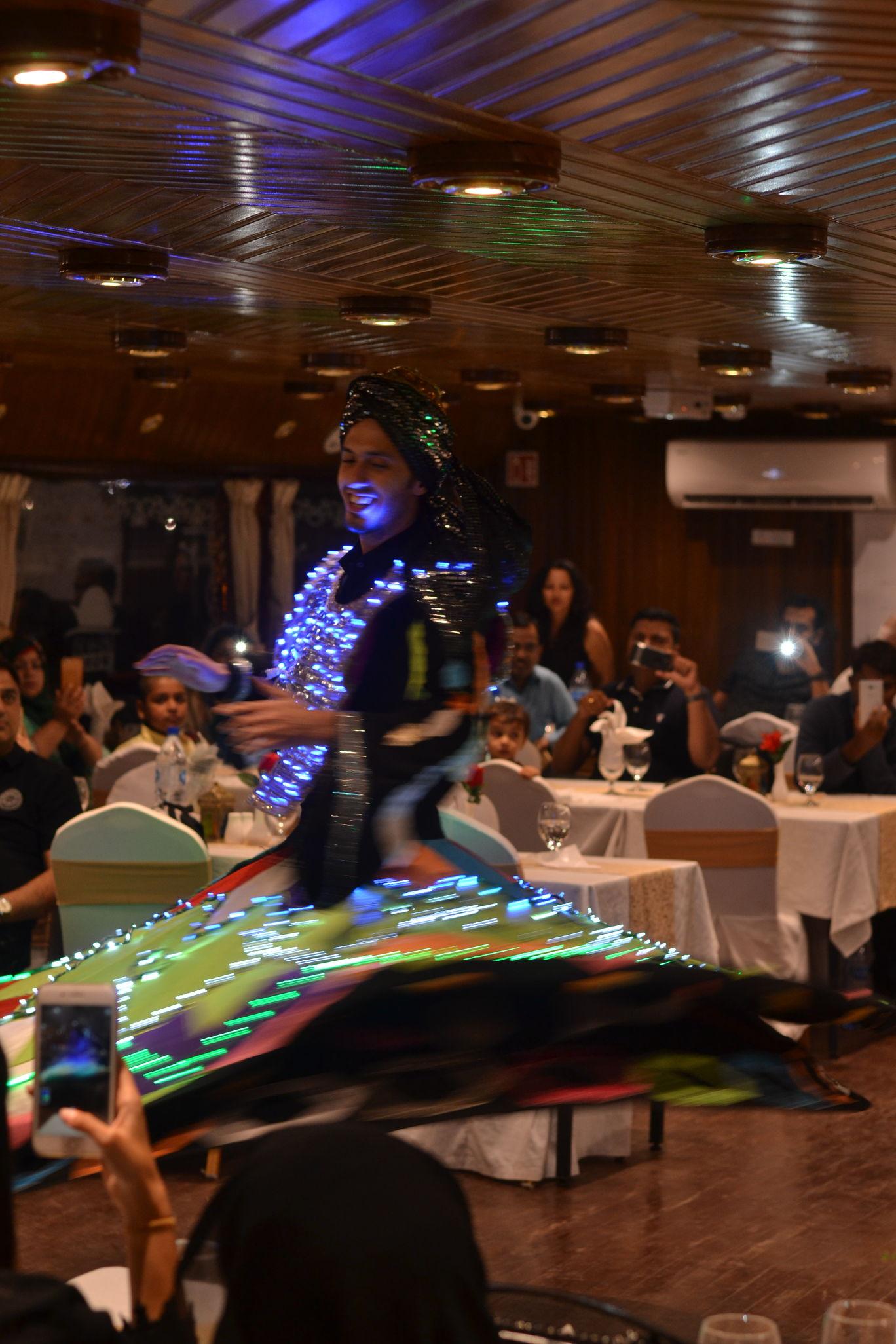 Photo of Dhow Dinner Cruise By Karthik Gandhi aka GastroHogger